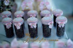 Caixa roliça com gotas de chocolate