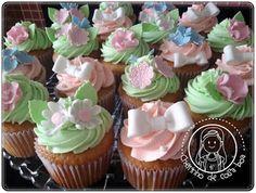 Cupcakes, flores e laços
