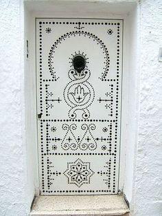 White door in Tunisia, Africa. Cool Doors, Unique Doors, Entrance Doors, Doorway, Gates, When One Door Closes, Art Nouveau, Knobs And Knockers, Door Gate