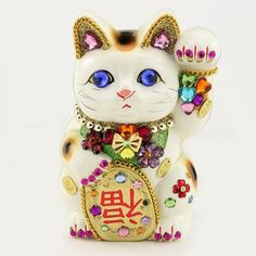 It will also be a piggy bank and will do happiness. MANEKINEKO is a traditional Japanese lucky item. This is made with Japanese traditional recipe. Cats raising their right hands bring money and cats raising their left hands guests. Maneki Neko, Neko Cat, Japanese Bobtail, Japanese Cat, Statues, Crystal Decor, Kokeshi Dolls, Cat Walk, Lucky Charm