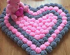 Set of 3 pieces for bathroom wool hook handmade carpet decoration - Pompons, Haus, Wärmeflasche, Lebkuchenmannn - Pom Pom Crafts, Yarn Crafts, Diy And Crafts, Pom Pom Rug, Diy Carpet, Stair Carpet, Modern Carpet, Handmade Rugs, Handmade Home