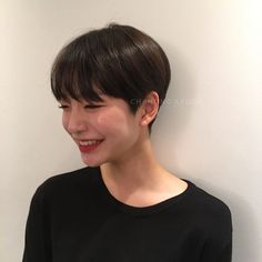 Today we have the most stylish 86 Cute Short Pixie Haircuts. We claim that you have never seen such elegant and eye-catching short hairstyles before. Pixie haircut, of course, offers a lot of options for the hair of the ladies'… Continue Reading → Short Pixie Haircuts, Short Hairstyles For Women, Hairstyles With Bangs, Straight Hairstyles, Asian Haircut Short, Edgy Bob Hairstyles, Haircut Long, Super Short Hair, Short Straight Hair