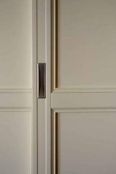 Фрагмент шкафа-купе  Фрагмент шкафа-купе в нише.  Модель:Lumi-Arborum  Материал:профили - термомассив ясеня, штапики – массив ясеня , панели – ДВП, окраска