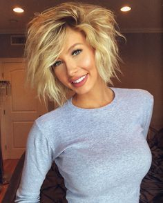 Looking for different hair styles for your short, wavy hair? You are in the right place! Do not worry about having short hair! You can put your short wavy. Inverted Hairstyles, Short Wavy Hairstyles For Women, Edgy Short Haircuts, Haircuts For Wavy Hair, Summer Hairstyles, Short Hair Cuts, Short Sassy Hair, Woman Hairstyles, Fashion Hairstyles