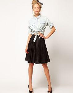 Falda plisada de cuero de ASOS Premium. Todos los descuentos de Asos en http://www.cupooon.es/tienda/codigo-promocional-asos.aspx