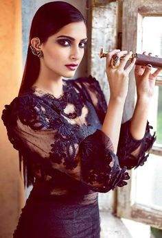 Sonam Kapoor ♥ Love the styling in this!