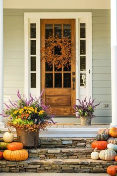 15 Wonderful Fall Front Porch Decorating Ideas You Need To Try Front Door Planters, Front Door Decor, Fall Home Decor, Autumn Home, Beautiful Front Doors, Small Front Porches, Small Patio, Southern Front Porches, Porch Decorating