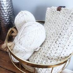 Baby blankets on repeat today 〰️ . . . . . . . . . . . . . #babyblanket #babygift #handmadegifts #chunkybabyblanket #chunkyknits #knitwear…