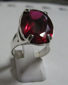 Anillo de plata con cubic zircon rojo