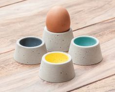 Concrete egg cup – 4 pieces – colorful and fine - OutDecor. Concrete Crafts, Concrete Art, Concrete Projects, Concrete Design, Handmade Crafts, Diy Crafts, Concrete Furniture, Egg Holder, Egg Cups