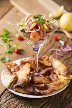 Fácil e rápido de fazer, o ceviche é uma opção diferente e refrescante para servir de entrada. No Brexó Bar, o prato de origem peruana é feito com salmão e leva lula e abacate. Quer aprender? A receita a seguir serve duas pessoas.