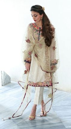 Pakistani outfit by Nickie & Nina. Pakistani Couture, Pakistani Outfits, Indian Outfits, Pakistani Bridal, Bridal Lehenga, Nice Dresses, Casual Dresses, Fashion Dresses, Indian Attire