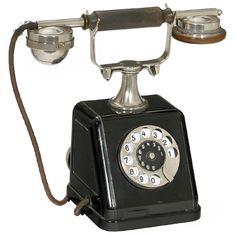 Siemens & Halske ZBSA 19 Telephone, 1919 First German standard telephone with automatic dialing, metal case, bells on. on Nov 2017 Vintage Phones, Vintage Telephone, Antique Phone, Walpaper Iphone, Hipster Wallpaper, Phone Lockscreen, Phone Stickers, Old Phone, Phone Icon