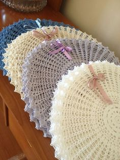 Immediately try this Easy DIY Holiday Crafts! Crochet Doily Rug, Crochet Placemats, Love Crochet, Knit Crochet, Crochet Patterns, Crochet Decoration, Crochet Home Decor, Decoration Table, Crochet Wedding