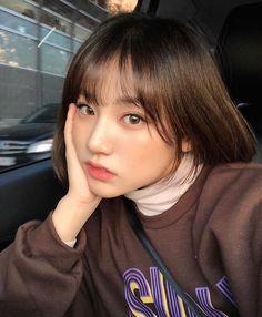 Image may contain: 1 person, selfie and closeup Korean Bangs, Korean Short Hair, Short Hair With Bangs, Girl Short Hair, Hairstyles With Bangs, Short Girls, Girl Hairstyles, Short Hair Styles, Korean Hairstyle Bangs