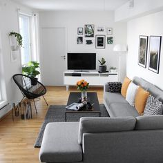 Love the minimalism (sofa, TV, accent chair, rug, table) decoration sejour Small Living Rooms, Home Living Room, Apartment Living, Living Room Decor, Interior Design Living Room, Living Room Designs, Living Room Sectional, Gray Sectional, Grey Couches