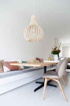 house Hillegersberg - Jaimy interior & design - Jaren woning Hillegersberg – Jaimy interieur & design house Hillegersberg – Jaimy i - Dining Room Bench, Kitchen Benches, Living Room Seating, Dining Nook, Dining Room Design, Bohemian Living Rooms, Living Room Modern, Home And Living, Living Spaces