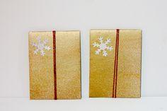 Pochettes cadeaux couleur or petit modèle en papier à la colle peint à la main et flocon gris : Emballages cadeaux par les-fantaisies-vagabondes