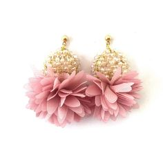 SOLID Mini Hammered Teardrop Hoops in Gold, gold hoop earrings, hammered hoop earrings, thin gold hoop earrings, small hoops - Fine Jewelry Ideas Bar Earrings, Cute Earrings, Flower Earrings, Soutache Earrings, Gemstone Earrings, Fabric Jewelry, Beaded Jewelry, Diy African Jewelry, Fabric Flowers