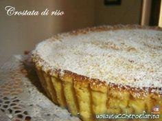 """La crostata di riso è un dolce che """"sa di casa""""; molto semplice da preparare è possibile realizzarlo come unica torta oppure in versione monoporzione."""