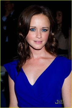 I'm obsessed with how beautiful this girl is! Gilmore Girls is one of my all time favorite shows!