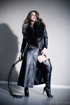 I love Female Domination,latex.leather,BDSM and many more. Long Leather Coat, Leather Gloves, Black Leather, Fur Fashion, Leather Fashion, Womens Fashion, Sexy Stiefel, Sexy Boots, Dominatrix