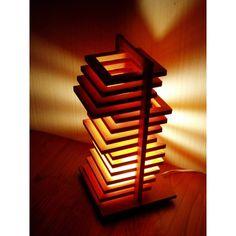 モダンな空間を演出する、オシャレなデザインのテーブルランプ。14枚の木製枠を引出しのようにスライドさせて、光と影をコントロールします。リビング・寝室のテーブルや机・サイドボードの上に置くだけで、幻想的で上品なリラックス部屋に。和室にも洋室にもおすすめの、おしゃれな置き型の照明器具です。 Light Table, Love Art, Lighting Design, Diy And Crafts, Table Lamp, Woodworking, Japan, Architecture, Home Decor