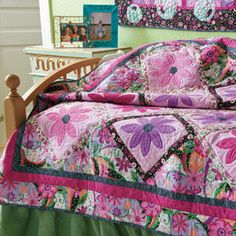 Petal Power Duo: Fast Bed Quilt & Wall Hanging Patterns...featured in America Makes Fast Quilts Spring 2012.