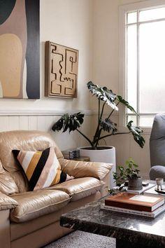 Colores tierra y piezas recuperadas combinadas con mucho arte Clifton Hill, Coups, Bold Colors, Entryway, Gallery Wall, Living Room, Interior, Furniture, Home Decor