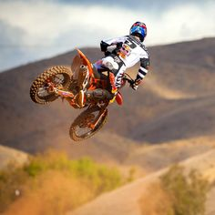 Ryan Dungey joins the Skullcandy Fam. Would love to photograph these bikes. Please check out my website thanks. www.photopix.co.nz