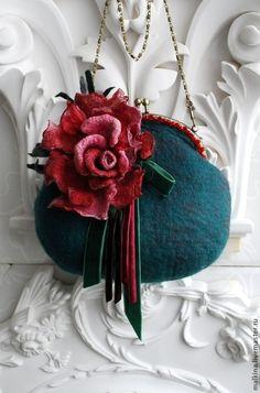 Женские сумки ручной работы. Заказать Валяная сумочка с большой розой. Валяный шарф жилет шапка брошь Эмма. Ярмарка Мастеров.