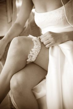 Having a headless shot like this with the wedding garter makes it look even more elegant! This would make up part of an accessories collage. Wedding Advice, Our Wedding, Dream Wedding, Wedding Picture Poses, Wedding Pictures, Bridal Elegance, Wedding Garter, Boudoir Photos, Lingerie