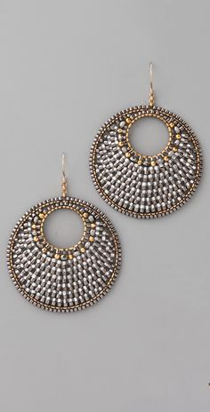 Love the mix of silver and gold Seed Bead Jewelry, Bead Jewellery, Seed Bead Earrings, Circle Earrings, Diy Earrings, Beaded Jewelry, Handmade Jewelry, Beaded Earrings Patterns, Beading Patterns