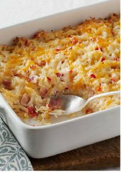 Cheesy Hashbrown Casserole – This cheesy, bacon-y hash brown casserole recipe is a super side dish for any time of the day—especially your brunch table! Cheesy Hashbrown Casserole, Cheesy Hashbrowns, Hash Brown Casserole, Kraft Foods, Kraft Recipes, Breakfast Dishes, Breakfast Time, Breakfast Recipes, Dinner Recipes