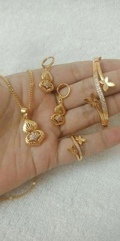 New Gold Bracelet And Ring Set Designs - Kurti Blouse Gold Ring Designs, Gold Earrings Designs, Gold Jewellery Design, Bracelet Designs, Necklace Designs, Gold Jewelry Simple, Jewelry Patterns, Jewelery, Fashion Jewelry