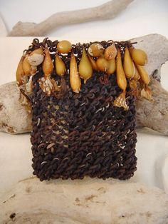 Leah Danberg: seaweed basket simple looping -a type of nalbinding Flax Weaving, Willow Weaving, Basket Weaving, Making Baskets, Textile Sculpture, Textiles Techniques, Seaweed, Crafts To Make, Fiber Art