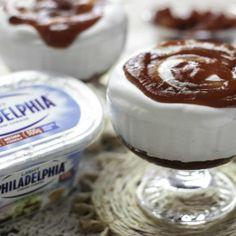 Receita de Mousse Romeu e Julieta - 200 ml de creme de leite fresco, 450 gr de cream cheese, 200 gr de leite condensado, 1/2 colher (sopa) de essência de ba...