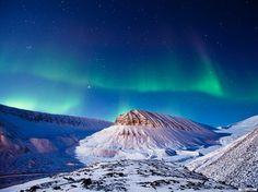 See a photo of an aurora borealis lighting up the sky over Svalbard, from National Geographic. Longyearbyen, Lofoten, Aurora Borealis, National Geographic Fotos, Beautiful Sky, Beautiful Places, Amazing Places, Svalbard Norway, Belle Photo