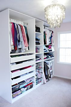 I'd love to have  a dressing room with these organized closet!
