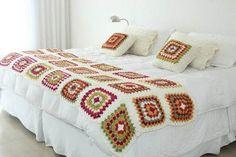 pie de cama, mantas y colchas tejidas al crochet Easy Crochet Blanket, Crochet Bedspread, Crochet Quilt, Crochet Squares, Crochet Granny, Knitted Blankets, Crochet Motif, Crochet Designs, Crochet Yarn