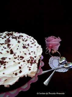 Tort brownie cu cremă mascarpone Brownie, Icing, Sweets, Fruit, Cake, Desserts, Recipes, Food, Mascarpone