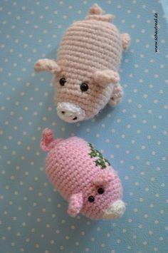 Dreierlei vom Schwein. Ob klein, ob mittel, ob mit oder ohne Schlüsselring: Über diese kleinen Schweinchen freut sich zum Jahreswechsel jeder! Ein Foto, wie ich das Kleeblatt aufgestickt und ein Sc…