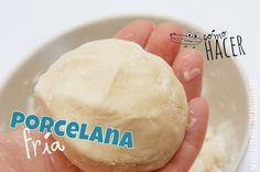 ¿Cómo hacer porcelana fría? Si necesitas porcelana fría y se te a olvidado comprarla, aquí os mostramos un tutorial para aprender a preparar vuestra propia porcelana fría casera. Esto es lo que vamos a necesitar: Materiales: Olla Recipiente Cuchara de...