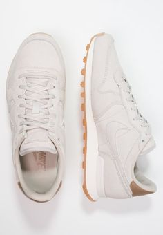 Um diesen Sneaker werden dich deine Freundinnen beneiden. Nike Sportswear INTERNATIONALIST PREMIUM - Sneaker low - gamma grey/phantom/yellow/metallic golden tan für 79,95 € (29.09.16) versandkostenfrei bei Zalando bestellen.