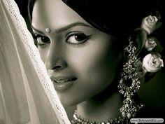 from a different era in 'om shanti om'. #Deepika #Bollywood