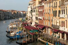 Use this guide to find what to see and where to go, places to stay, weather, and transportation for Venice, one of the top travel cities in Italy.