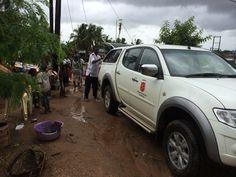 Die Heilsarmee in Mosambik hilft dabei, Familien zu evakuieren, die von den schweren Überschwemmungen im Januar 2015 betroffen sind.