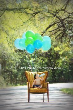 One year old photo shoot, balloon photography, birthday boy portraits