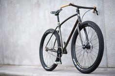 single speed cruiser with disc brake and wood bars