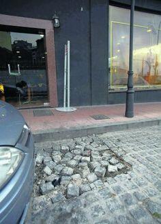 Buenas tardes. Soy Juan Carlos. Estoy cansado de que esta calle no se arregle! Deberíamos quedar todos y ver que opciones hay para arreglarlo. Cuando os va bien?